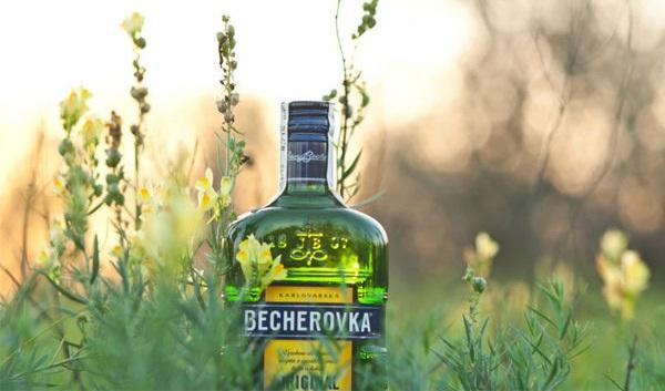 Что за напиток Бехеровка и как его правильно пить